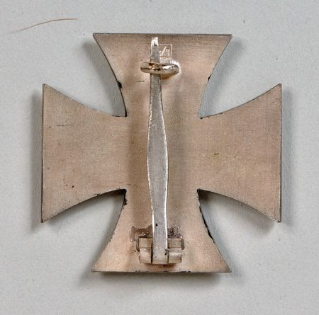 L/11 Eisernes Kreuz with Box and packet