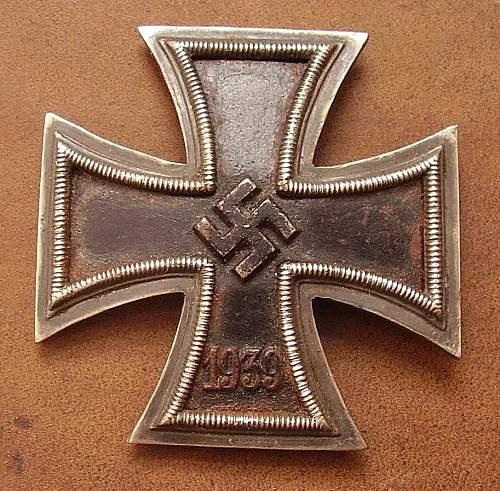 Eisernes Kreuz 1. Klasse, screw backs.