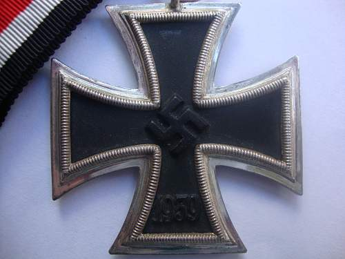 Iron cross 2nd class  need help with maker
