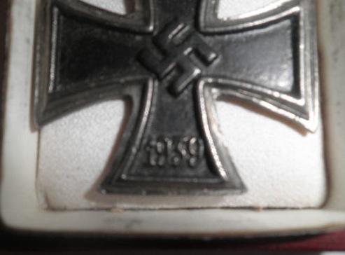 Unusual Eisernes Kreuz, opinions please if real or fantasy???