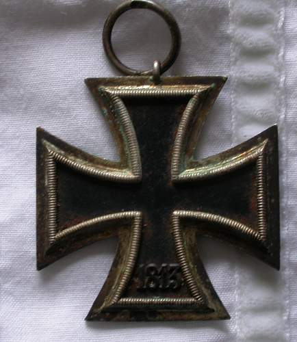 Click image for larger version.  Name:back_of_iron_cross_2.jpg Views:72 Size:185.0 KB ID:247883