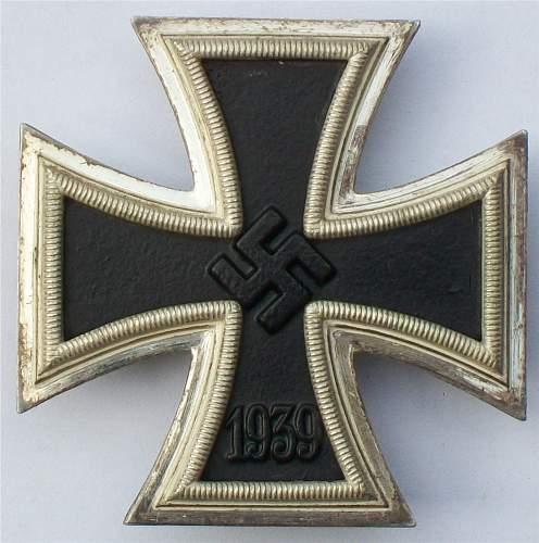 Eisernes Kreuz 1st class 1914: screwback and Third Reich made.