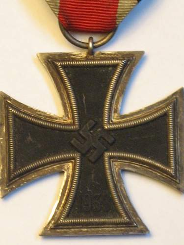 Click image for larger version.  Name:East medal andEKII 023.jpg Views:38 Size:229.8 KB ID:295565