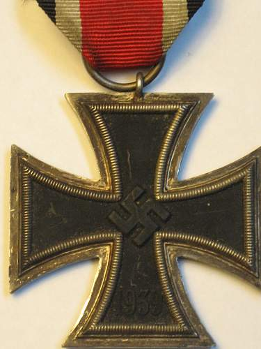 Click image for larger version.  Name:East medal andEKII 016.jpg Views:29 Size:243.0 KB ID:295569