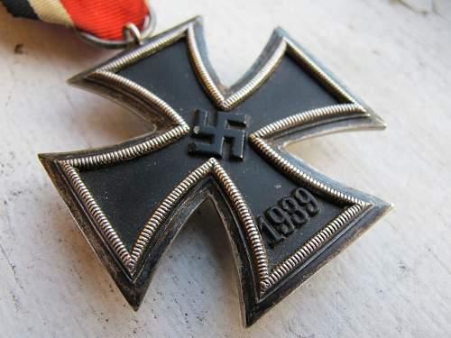 Eisernes Kreuz 2. Klasse, Round 3, Beveled edge