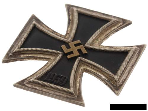 Did soldiers modify their Eisernes Kreuz 1. Klasse's by themselves for aesthetic reasons?