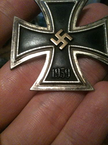 Did soldiers modify their Eisernes Kreuz 1. Klasse's by themselves for aesthetic reasons?