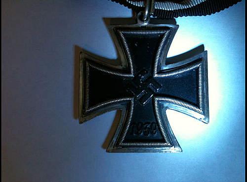real or fake? Ritterkreuz.. please help!