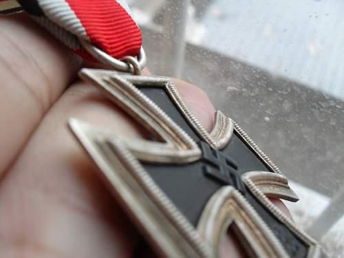 Is this Eisernes Kreuz real or fake? I need help, please!