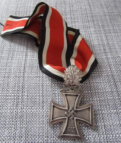Ritterkreuz, Eichenlaub, Schwertern und Brillanten.