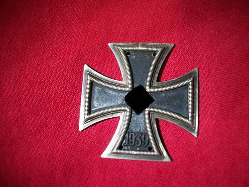 What is wrong with this Eisernes Kreuz?