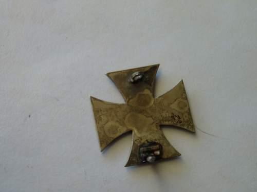 Eisernes Kreuz 1.Klasse, non magnetic, intact clasp identification help please. Is it a fake?