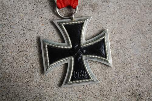 Click image for larger version.  Name:iron cross 002.jpg Views:49 Size:236.7 KB ID:540635