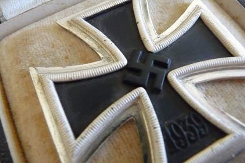 Eisernes Kreuz 1.Klasse mit Etui & Cardboard Box - Realistic Market Value ?
