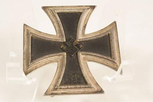 Click image for larger version.  Name:2CUWWTWOGERMANMINTYIRONCROSSFIRSTCLASSBRONZE.jpg Views:74 Size:29.3 KB ID:709384