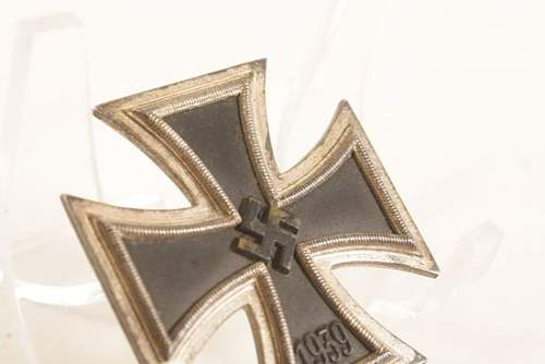 Click image for larger version.  Name:4CUWWTWOGERMANMINTYIRONCROSSFIRSTCLASSBRONZE.jpg Views:91 Size:26.2 KB ID:709386