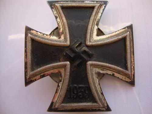 Eisernes Kreuz 1. Klasse,  L/18 screwback on the box