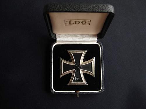 Eisernes Kreuz 1. Klasse mit Etui - unmarked Orth with Souval frame?