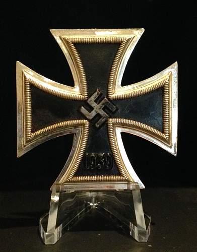 Eisernes Kreuz 1. Klasse St u L maker marked 4 and l/16