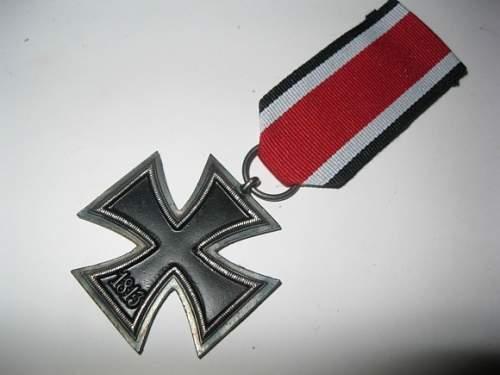 Click image for larger version.  Name:o_ww2-nazi-german-badge-1939-iron-cross-swastika-medal-82cd.jpg Views:119 Size:131.8 KB ID:893574