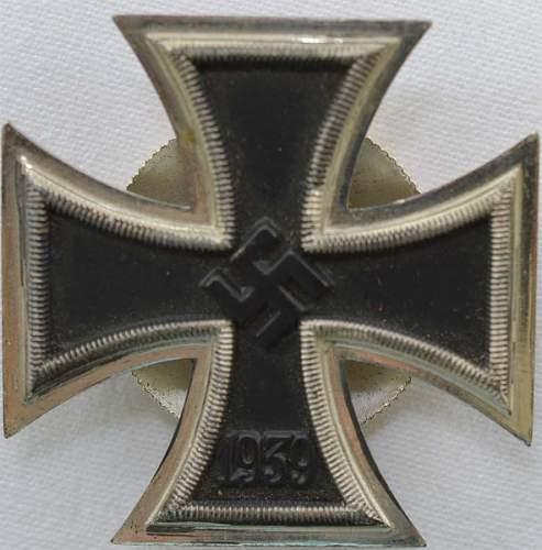 Eisernes Kreuz 1. Klasse L/54 screw back with two disc