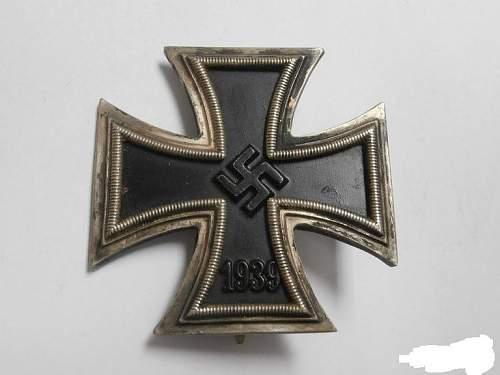Eisernes Kreuz 1. Klasse in a (wrong) box for review