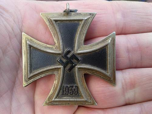 WW2 EK2 Eisernes Kreuz Maker ? RS?
