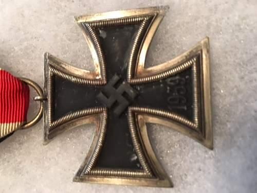 Eisernes Kreuz 2. Klasse I'm about to buy.