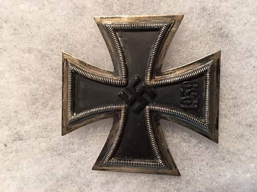 Eisernes Kreuz 1. Klasse, I'm about to buy.