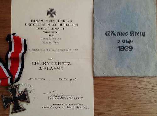 Eisernes Kreuz 2. Klasse Urkunde mit Kreutz und Tuete.
