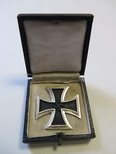 Eisernes Kreuz 1. Klasse with box real or fake?