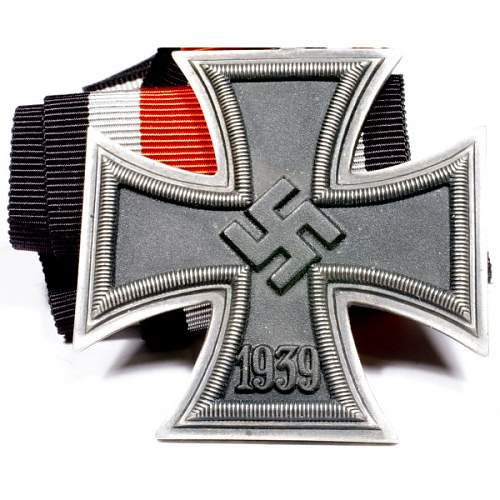 Click image for larger version.  Name:wwii-german-knights-cross-7.jpg Views:55 Size:90.3 KB ID:994315