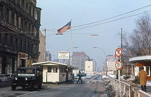 Click image for larger version.  Name:Berlin_-_Checkpoint_Charlie.jpg Views:0 Size:77.1 KB ID:1035401