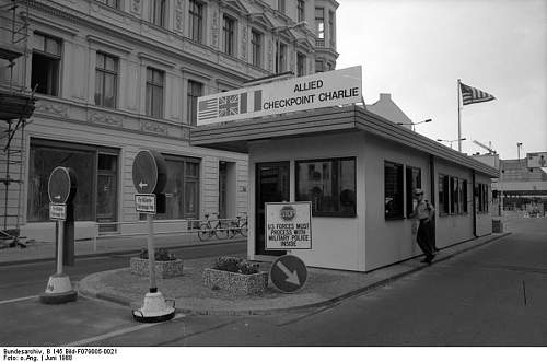 Click image for larger version.  Name:BundesarchivCheckpoint_Charlie.jpg Views:1 Size:98.2 KB ID:1035405