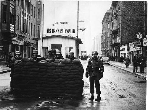 Click image for larger version.  Name:Checkpoint-Charlie-Oct-1961.jpg Views:0 Size:221.3 KB ID:1035411