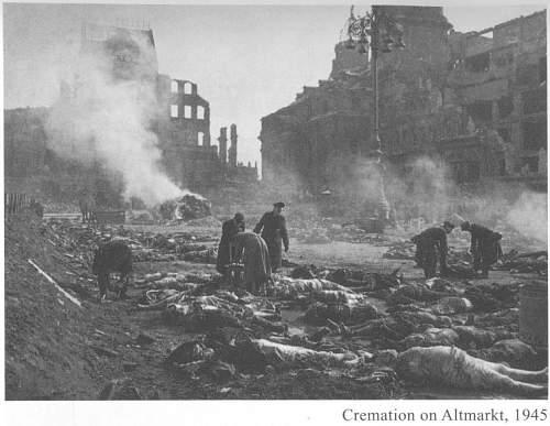 Dresden-Altmarkt-1945.JPG