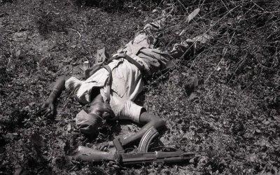 guerra colonial  guerrilheiro morto.jpg