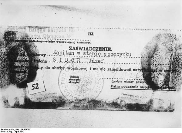 Bundesarchiv_Bild_183-J21205%2C_Katyn%2C_%C3%96ffnung_der_Massengr%C3%A4ber%2C_Dienstschreiben_J.jpg