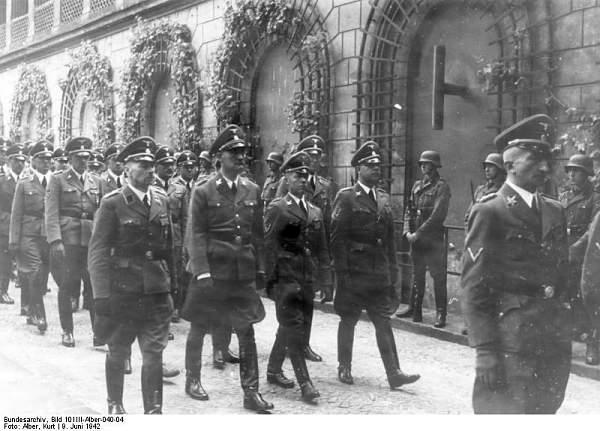 Bundesarchiv_Bild_101III-Alber-040-04,_Berlin,_Beisetzung_Reinhard_Heydrich.jpg