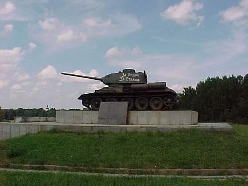 RUSSIAN-T34-85.JPG