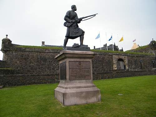 Striling Castle war memorial.jpg
