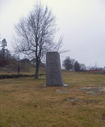 Memorial Stone at site of former Blk.18.jpg