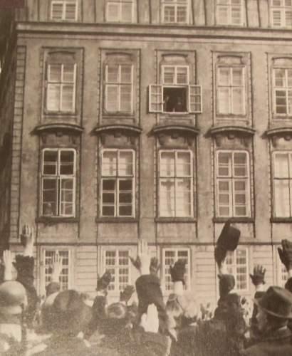 PRAG-HRAD-AH.WINDOW.jpg