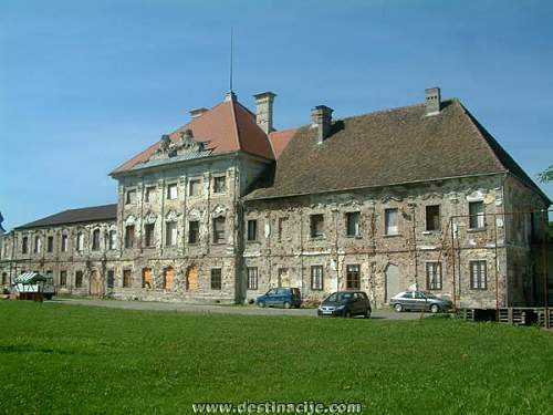 Click image for larger version.  Name:Dvorac_Eltz-The_Eltz_Family_Manor_House.JPG Views:0 Size:51.1 KB ID:596516