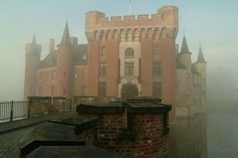 kasteel wijnendale mist lagfe resolutie.jpg