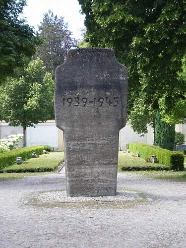 Click image for larger version.  Name:Denkmal LA 1939-45 3.jpg Views:0 Size:99.6 KB ID:847421