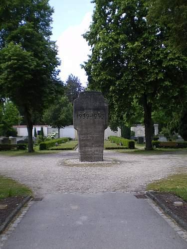 Click image for larger version.  Name:Denkmal LA 1939-45 1.JPG Views:0 Size:223.0 KB ID:847423