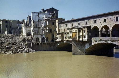Click image for larger version.  Name:Scenes_in_Florence,_Italy,_14_August_1944_TR2286.jpg Views:0 Size:113.9 KB ID:847683