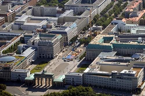 Click image for larger version.  Name:pariser-der-paltz-DW-Politik-Berlin.jpg Views:0 Size:185.8 KB ID:879625