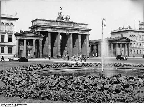Click image for larger version.  Name:Berlin,_Brandenburger_Pariser_Platz.jpg Views:3 Size:126.8 KB ID:879659